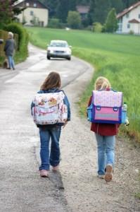 Stopp! Nicht jeder Schulweg ist sicher!